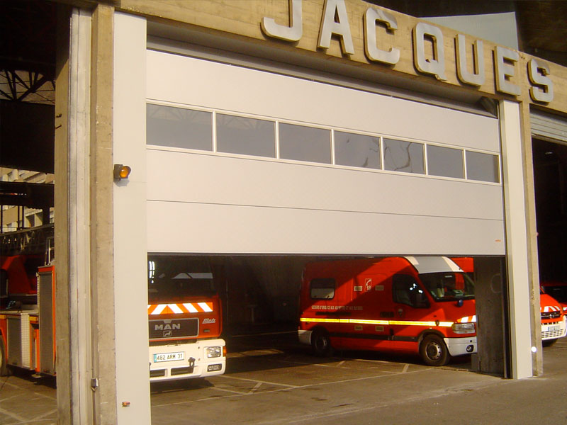 aso-porte-sectionnelle-industriels-installateur-toulouse-09-31-32-81-82